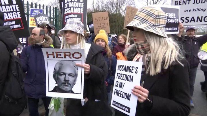 Βρετανικό δικαστήριο συσκέπτεται για την υπόθεση έκδοσης του Ασάνζ