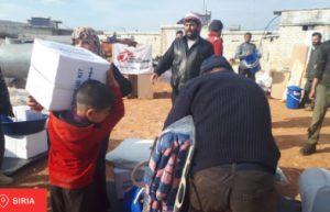 Siria: Persone in fuga dagli attacchi aerei a Idlib