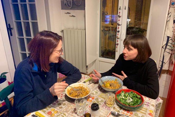 Coinquilini solidali: vivere insieme per aiutarsi a vicenda