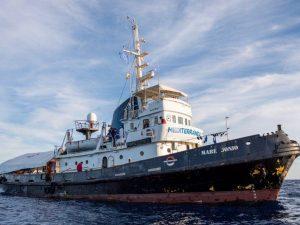 Appello per il dissequestro delle navi umanitarie e per la riapertura di canali d'ingresso legali