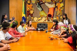 Maia recebe documento contrário ao PL 191 de exploração de terras indígenas