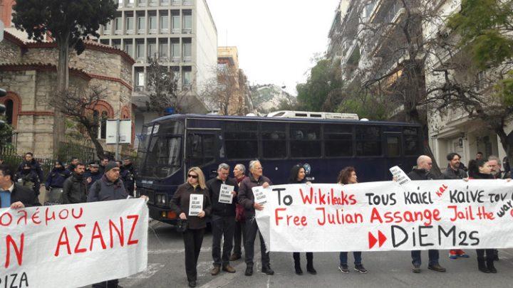 sugkentrosi-allilegguhs-ston-julian-assange-7