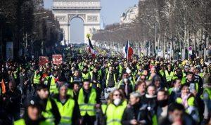 Fransa'da protestolar sürerken