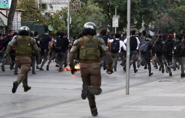 Cile, gli studenti delle superiori occupano le scuole