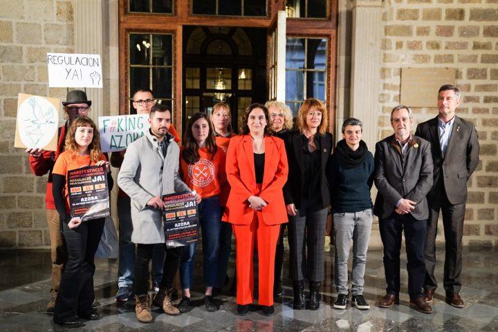 Barcelona denuncia las prácticas abusivas de los fondos buitre