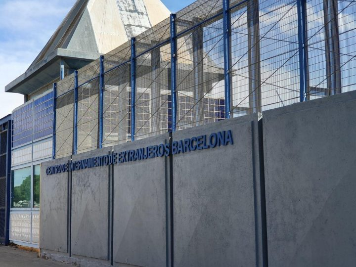 Ja no hi ha interns al CIE de Barcelona, mentre que en els altres CIE de l'Estat continua la tensió