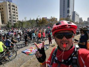 Chile: Tausende Radfahrer*innen begeben sich auf der Straße, um eine neue Verfassung zu fordern