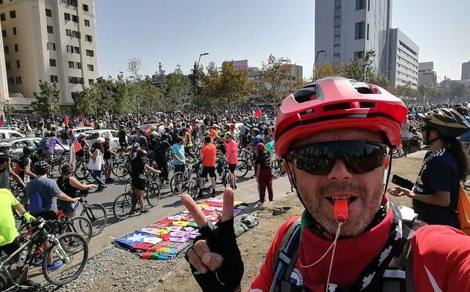 Chile: Tausende Fahrradfahrer begeben sich auf der Straße, um eine neue Verfassung zu fordern