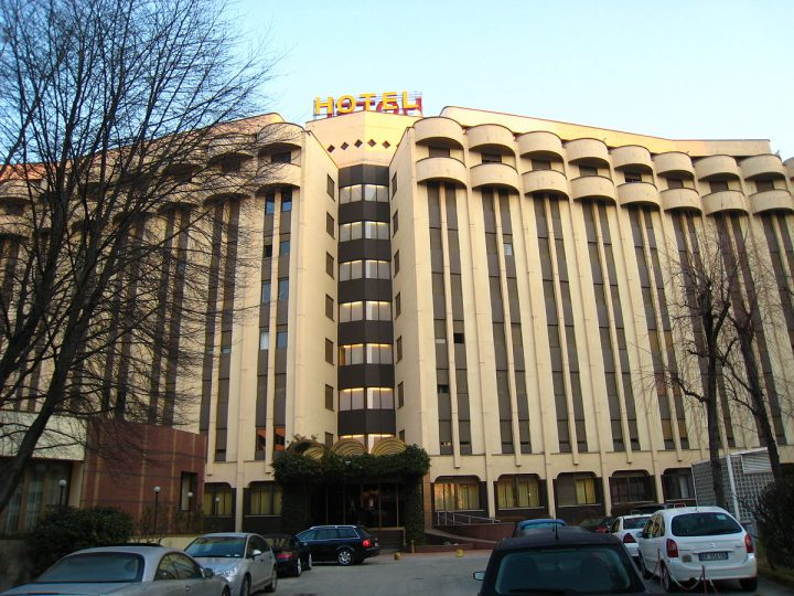 Lettera aperta al Sindaco di Milano: requisire cliniche private e alberghi per l'emergenza coronavirus