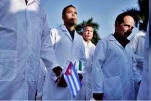 Los médicos cubanos aterrizaron en Milán para ayudar a Italia para Covid-19