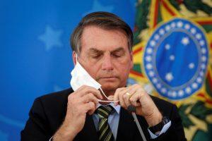 """Jair Bolsonaro llamó """"lunático"""" al gobernador de San Pablo por decretar la cuarentena frente al coronavirus"""