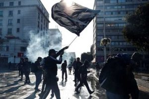 Santiago wakes up with traffic cuts and protests