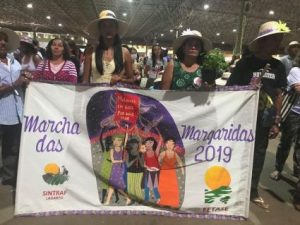 Gli indigeni vanno in isolamento volontario mentre il presidente brasiliano latita
