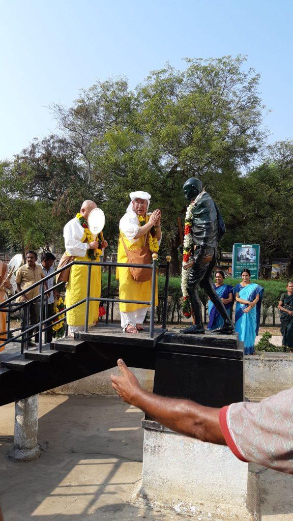 inaugurazione statua gandhibis