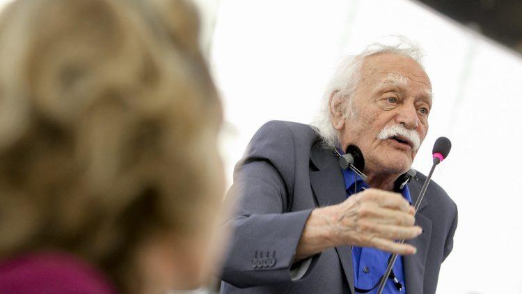 Manolis Glezos : Personnalité Eminente de gauche récompensée par le prix Lénine pour la paix, décède à l'âge de 98 ans