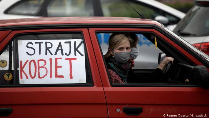 Poles protest stricter abortion laws amid coronavirus lockdown