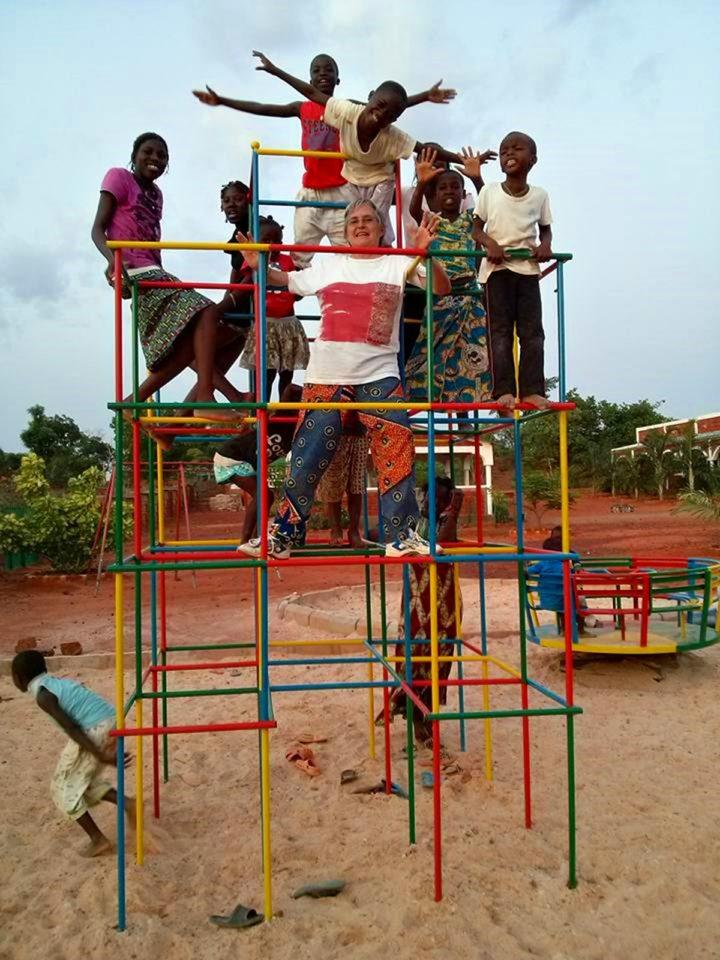 Bambini che giocano in Burkina