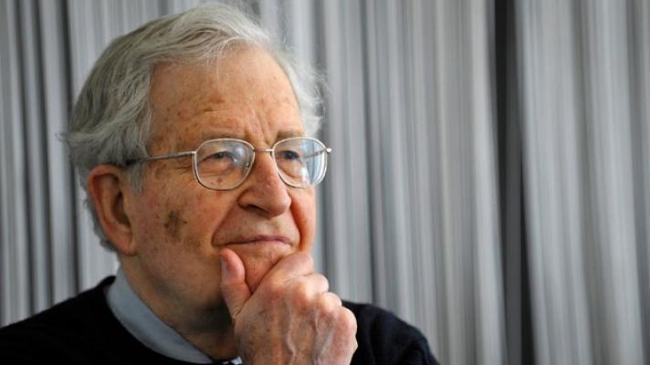 """Noam Chomsky und die Corona-Krise: """"Wir stehen einem neuen massiven und kolossalem Versagen des neoliberalen Kapitalismus gegenüber"""""""