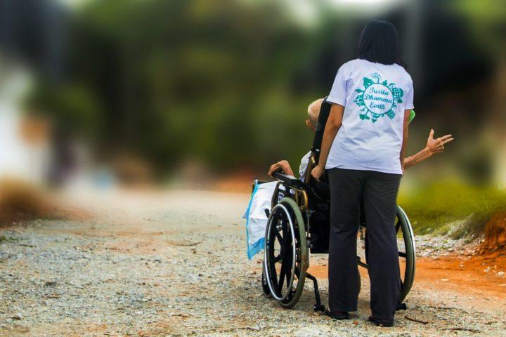 Disabili manifestano alla Regione Lazio per il taglio dei servizi