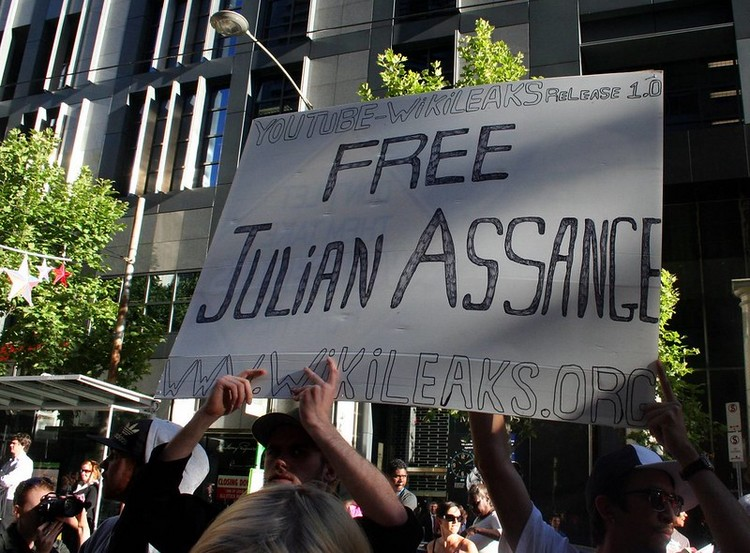 Credit: John Englart | Support Wikileaks – Free Julian Assange | (CC BY-SA 2.0)