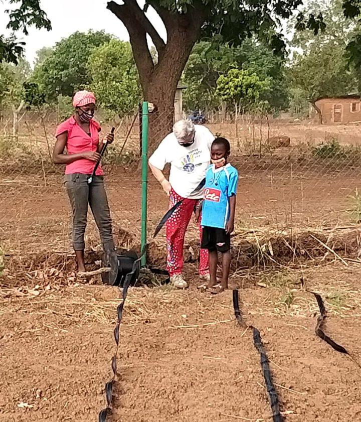 La preparazione dell'irrigazione nei campi