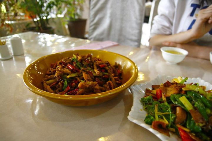 Cidades chinesas oferecem refeições gratuitas para médicos e enfermeiros