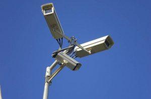 Η χρήση τεχνολογιών ψηφιακής επιτήρησης από τα κράτη για την καταπολέμηση της πανδημίας πρέπει να σέβεται τα ανθρώπινα δικαιώματα