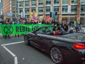 Nella lotta nonviolenta e nella disobbedienza civile vince l'ostinazione