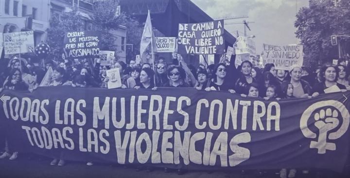 """""""Der Vergewaltiger bist du!"""" – Der Ursprung einer globalen feministischen Mobilisierung"""