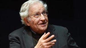 Chomsky: La gestione della pandemia di Trump porta gli USA verso l'abisso