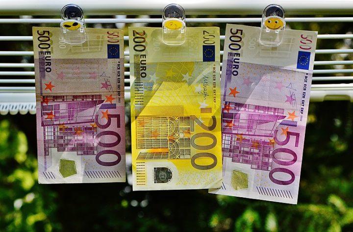 Els diners són un tros de paper