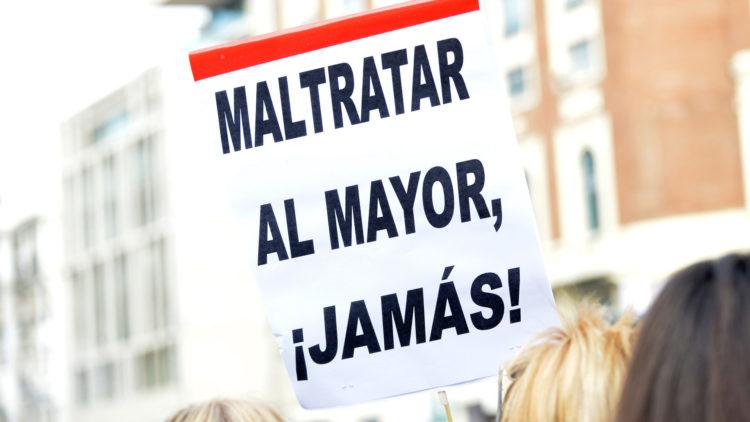 Manifestación de denuncia de la situación de los mayores en residencias. Madrid