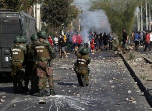 Piñera entre tumbos y protestas