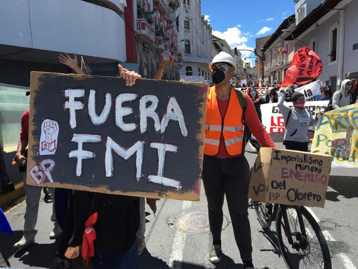 """Pablo Dávalos: """"es necesario repensar la economía y la política del Ecuador"""""""