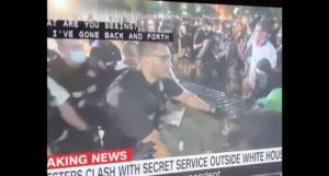 """""""Follia fuori dalla Casa Bianca"""": le tensioni alimentate da Trump provocano nuovi scontri tra la polizia e i manifestanti a Washington"""