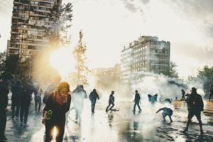 Mentre la pandemia impervia, in Cile aumentano le repressioni