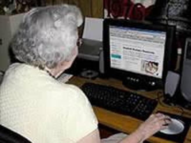 I nonni romani a lezione di Internet: ecco come si può vincere l'isolamento
