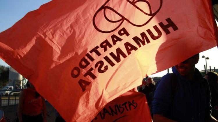Chili. Le députe Tomás Hirsch, ainsi que 300 militants, démissionnent du Parti humaniste