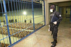 El Salvador: el presidente Bukele debe corregir su errática estrategia de seguridad