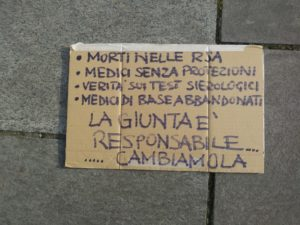Milano, due giorni dopo, ancora in piazza contro Fontana e Gallera