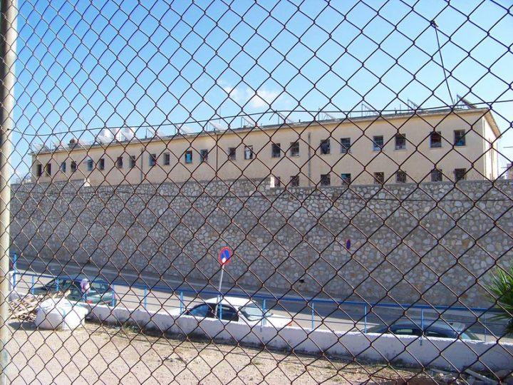 Ο Βασίλης Δημάκης επιστρέφει στις φυλακές Κορυδαλλού και λήγει την απεργία πείνας και δίψας