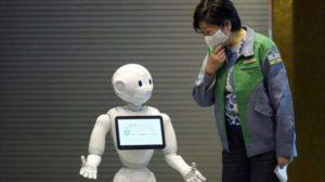 Robots reciben a pacientes con coronavirus en hoteles de Japón