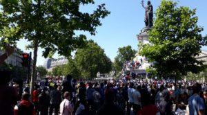 """Die Welt danach ist jetzt? Tausende von """"sans papiers"""" in den Straßen von Paris"""