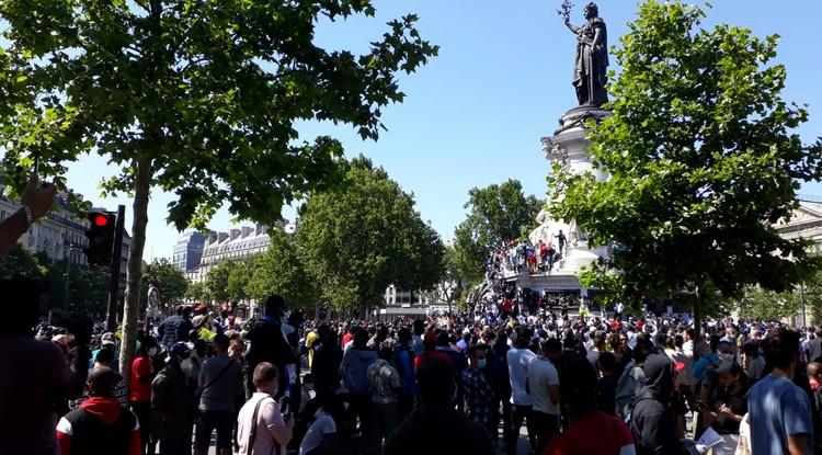Le monde d'après c'est maintenant ?  Des milliers de « sans papiers » dans les rues de Paris