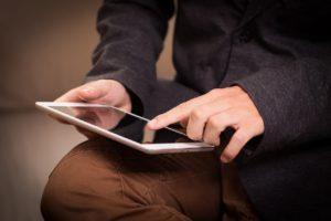 El laberinto digital, información y contenidos en tiempo de exceso
