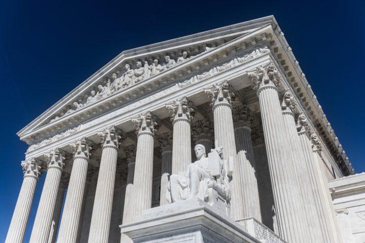 Estados Unidos: Corte Suprema mantiene restricciones a servicios religiosos