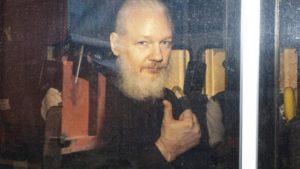 Perchè il popolo svizzero può salvare Julian Assange