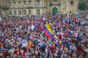 """(Colombia) El """"centro"""", útil al uribismo para impedir el avance de la izquierda"""