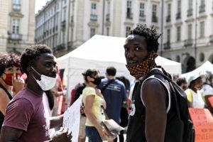 """Torino, welfare gravemente insufficiente: """"Nostra la solidarietà, vostre le mancanze – Presidio al Comune"""""""