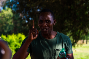 """Stati Generali, Aboubakar Soumahoro si incatena: """"Il Governo deve ascoltare il grido di dolore degli esclusi"""""""